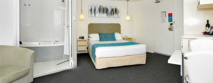 Premium Spa Motel Room in Adelaide